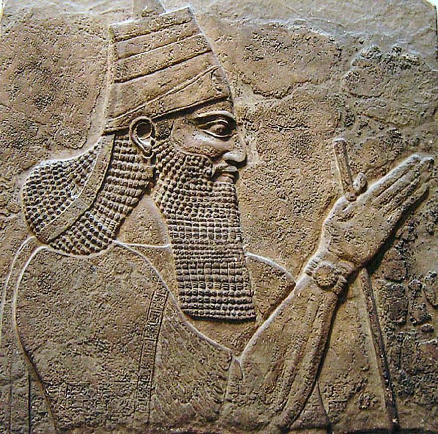 ティグラト・ピレセル3世。彼の宮殿の壁にあった石碑より